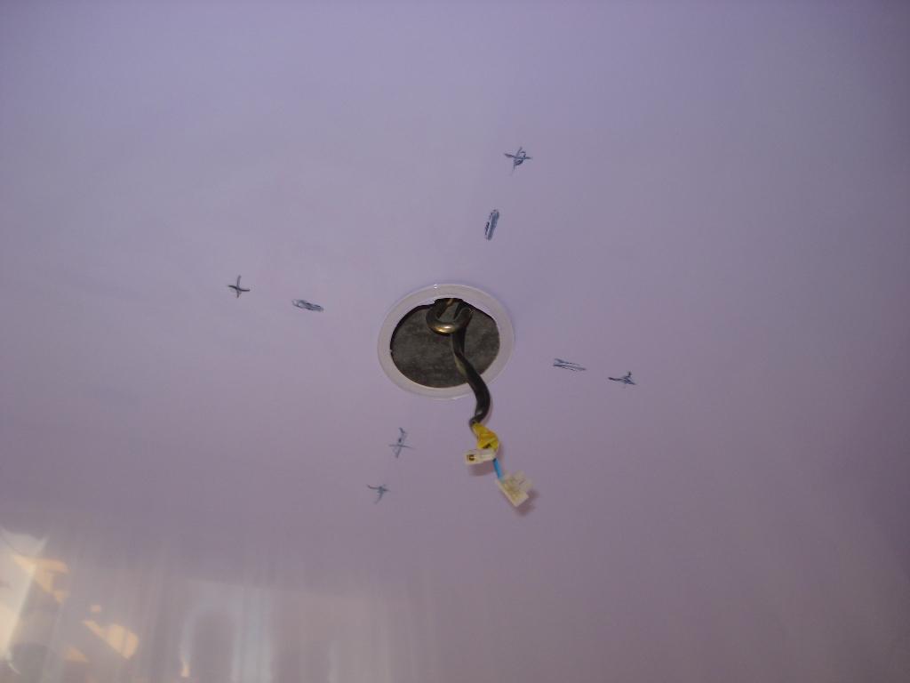 как прикрепить люстру к натяжному потолку без крюка сайт Банк